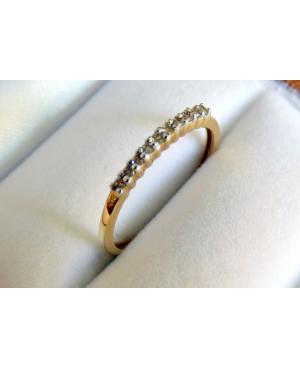 Pieścionek z brylantem